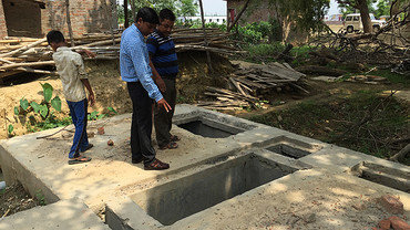 Gorakhpur Environmental Action Group inspect a decentralised wastewater treatment system which enables the recycling and reuse of water, helping mitigate the increased risks from climate uncertainties on water availability (Photo: David Dodman/IIED)